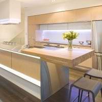 яркий интерьер бежевой кухни в стиле кантри картинка