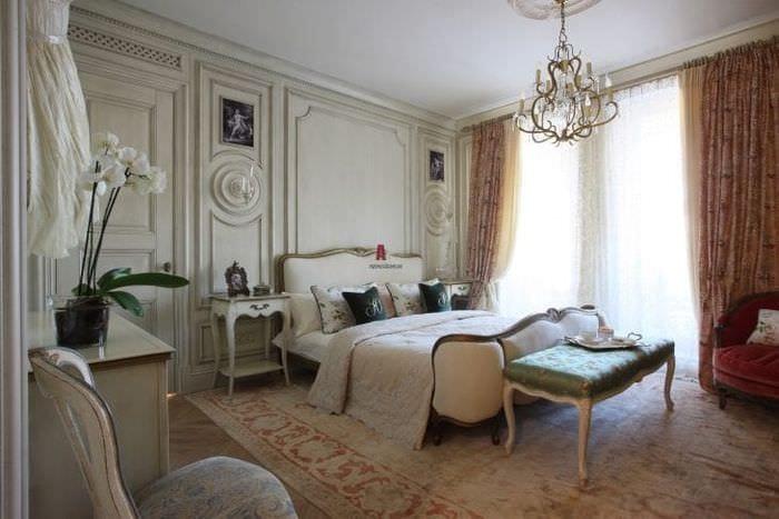 яркий интерьер прихожей в французском стиле