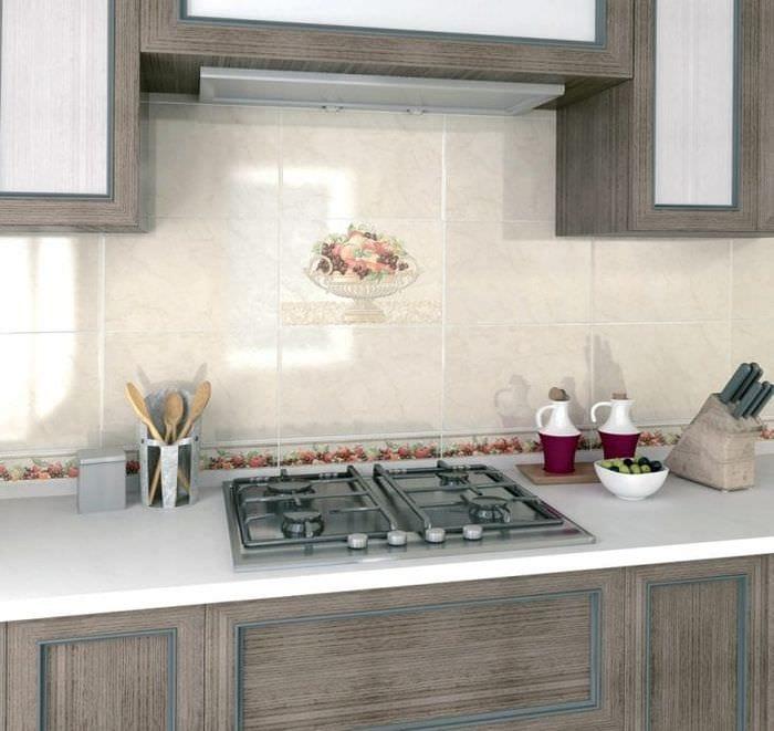 красивый фартук из плитки стандартного формата с изображением в интерьере кухни