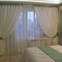 красивый хлопковый тюль в интерьере спальни фото