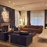 светлый люрексовый тюль в интерьере гостиной картинка