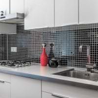 красивый интерьер белой кухни с оттенком песочного фото