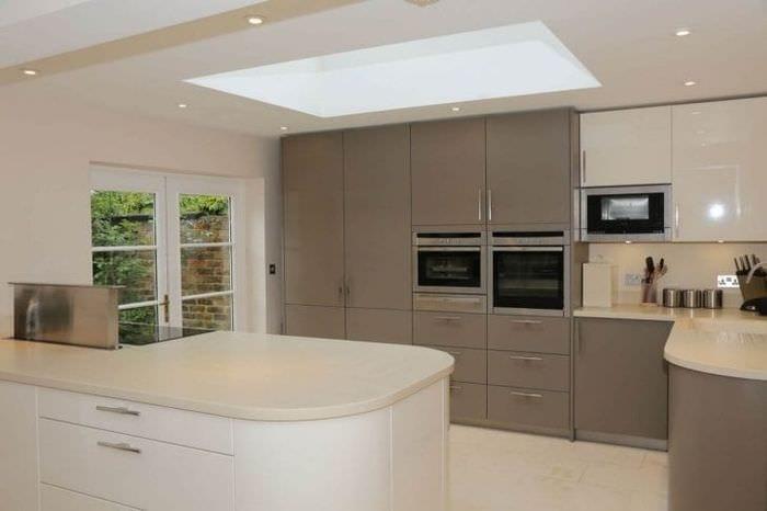 светлый дизайн бежевой кухни в стиле минимализм