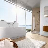 необычный дизайн ванной комнаты с душем в ярких тонах фото