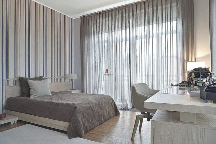 красивый полиэстеровый тюль в интерьере гостиной