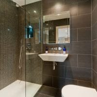 красивый интерьер ванной комнаты с душем в светлых тонах картинка