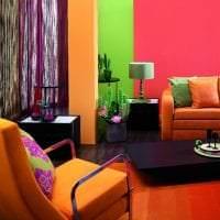 приятный терракотовый цвет в интерьере гостиной картинка