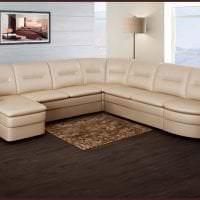 светлый угловой диван в стиле гостиной картинка