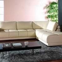 красивый угловой диван в интерьере гостиной картинка