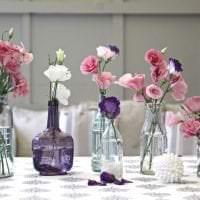 яркий весенний декор в интерьере гостиной фото