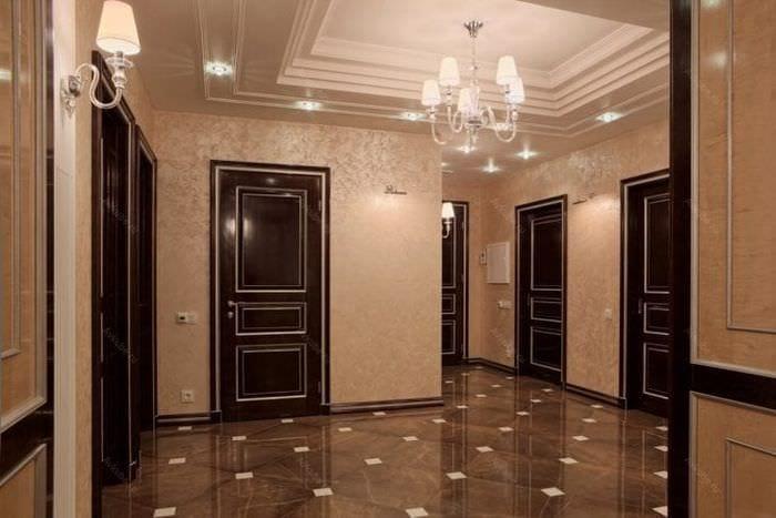 темные двери в стиле дома из ореха