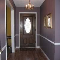темные двери в дизайне квартиры из сосны фото