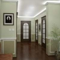 темные двери в стиле гостиной из красного дерева фото