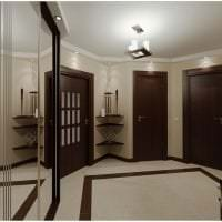 темные двери в интерьере гостиной из красного дерева картинка