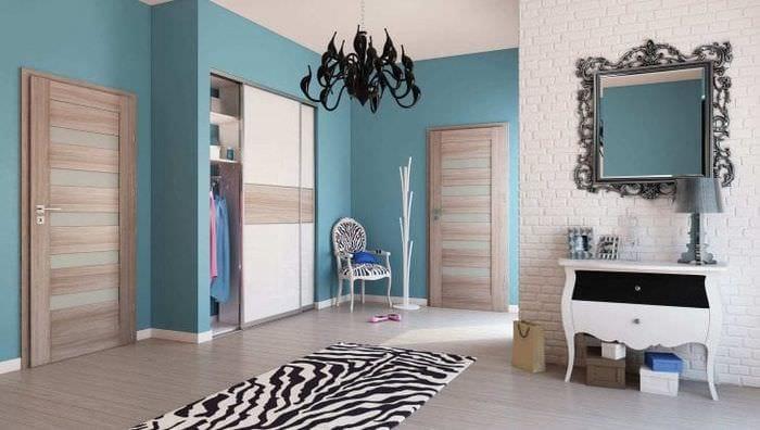 темные двери в дизайне спальни из сосны