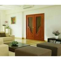яркие двери в дизайне коридора картинка