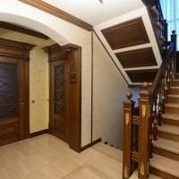 темные двери в стиле кухни из красного дерева фото