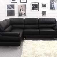 светлый угловой диван в дизайне прихожей картинка