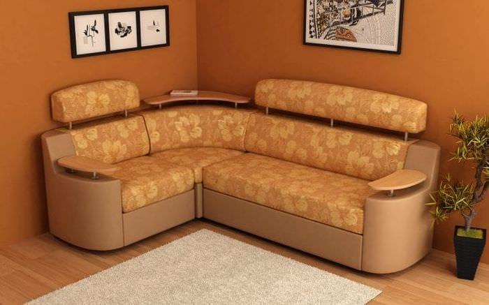 красивый угловой диван в интерьере прихожей