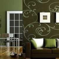 полосатые темные обои в стиле комнаты картинка