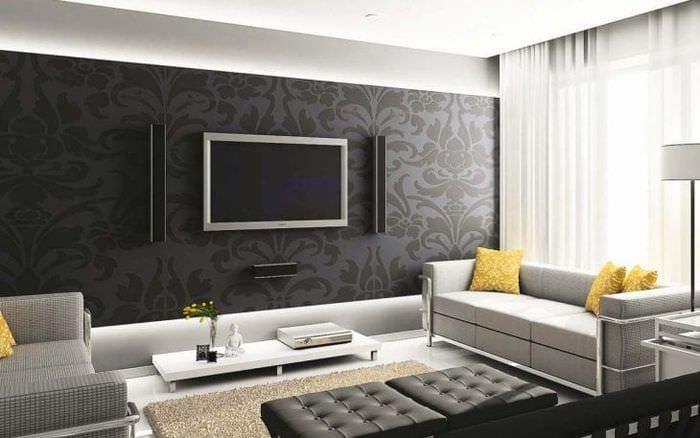полосатые темные обои в дизайне комнаты
