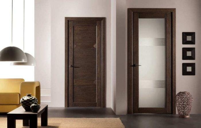 темные двери в стиле спальни