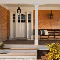 белые двери в дизайне с оттенком алого картинка