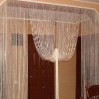 необычные шторы нити в дизайне прихожей фото