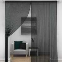 цветные шторы нити в интерьере спальни картинка