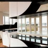 яркий дизайн гостиной в черно белом цвете фото