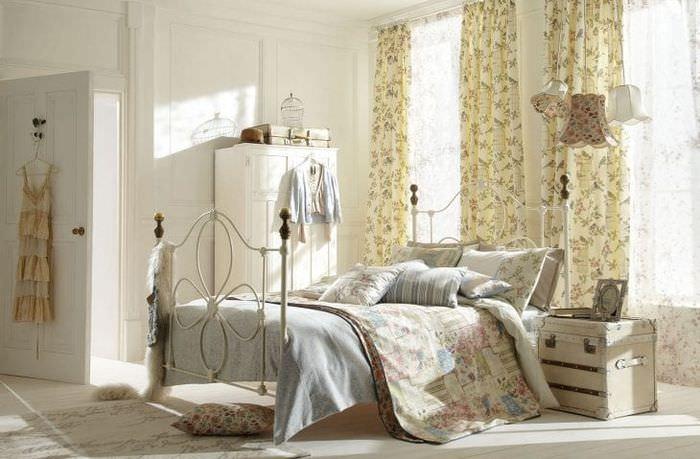 светлый декор спальни в стиле шебби шик