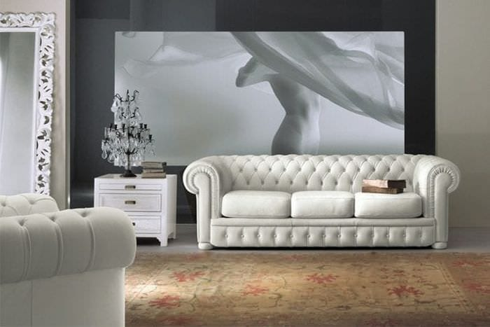белый диван в стиле квартиры