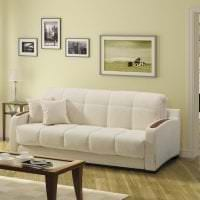 светлый диван в интерьере спальни фото
