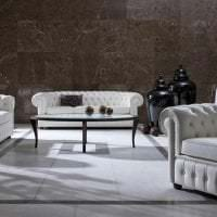 яркий диван в дизайне спальни картинка