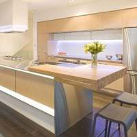 яркий интерьер бежевой кухни в стиле минимализм картинка