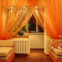 яркий хлопковый тюль в интерьере комнаты картинка