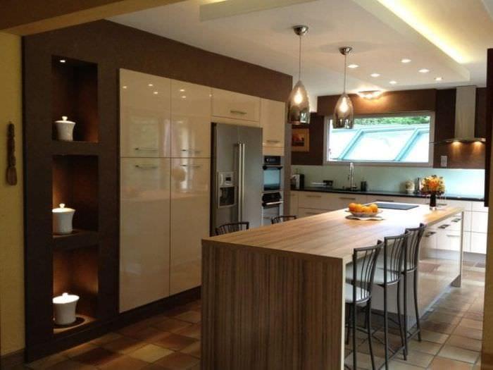 светлый интерьер бежевой кухни в стиле прованс