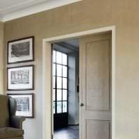 белый плинтус из алюминия в интерьере квартиры фото