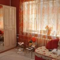 яркий люрексовый тюль в интерьере гостиной фото