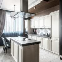 светлый дизайн белой кухни с оттенком желтого фото