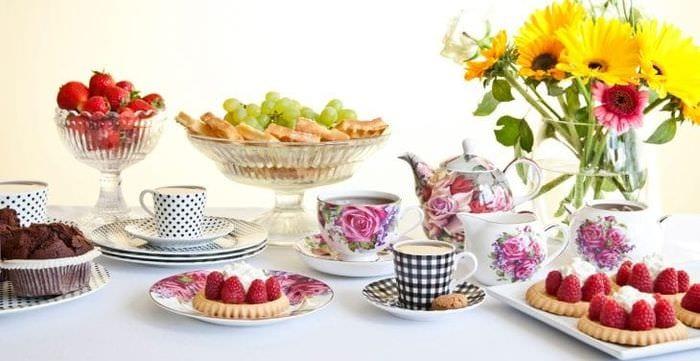 яркий весенний декор в интерьере кухни