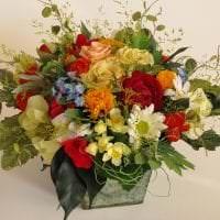 искусственные цветы в дизайне коридора фото