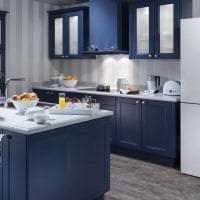 большой холодильник в дизайне кухни в сером цвете фото