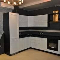 большой холодильник в декоре кухни в бежевом цвете картинка