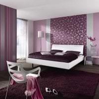 сочетание сиреневого цвета в декоре спальни фото