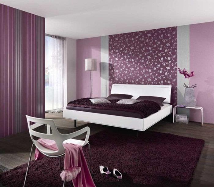 сочетание сиреневого цвета в дизайне гостиной