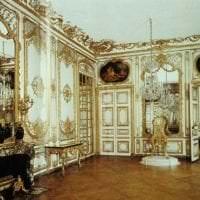 светлый интерьер дома в стиле рококо картинка