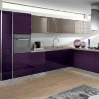 яркий интерьер гостиной в фиолетовом цвете картинка