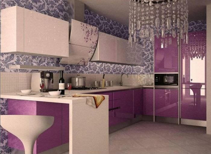 яркий фасад кухни в фиолетовом цвете
