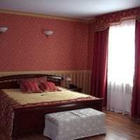 насыщенный бордовый цвет в интерьере гостиной фото